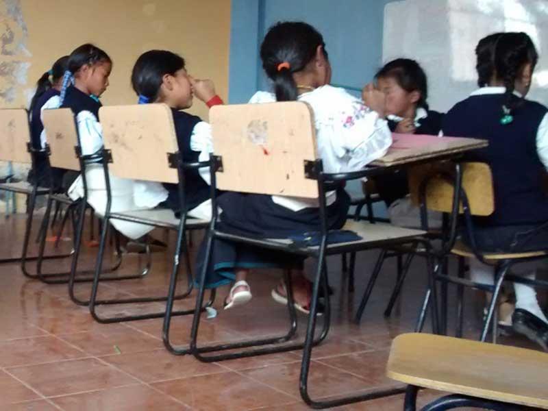 Unterricht indigener Kinder in Ecuador