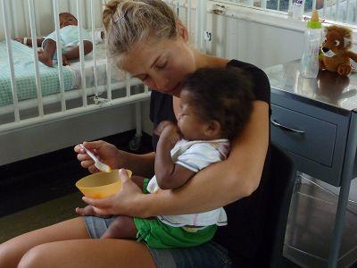 Beim Füttern der Kleinsten