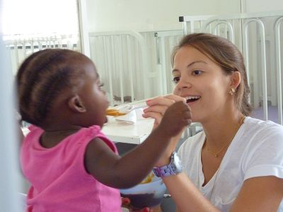 Freiwillige im Kinderkrankenhaus