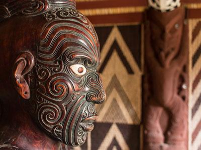 Maori-Kunstfiguren