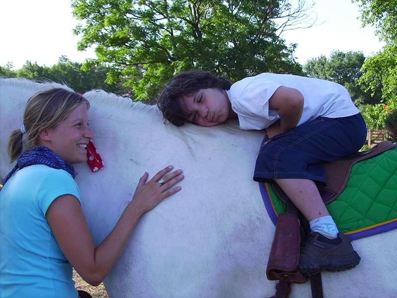 Reittherapie Freuden Volunteer mit Kid