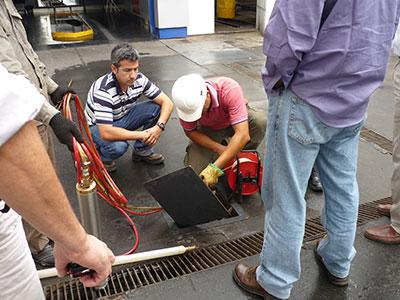 Probennahme an Tankstelle - Umwelttechnik