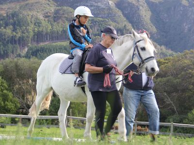 Child is therapied on horse