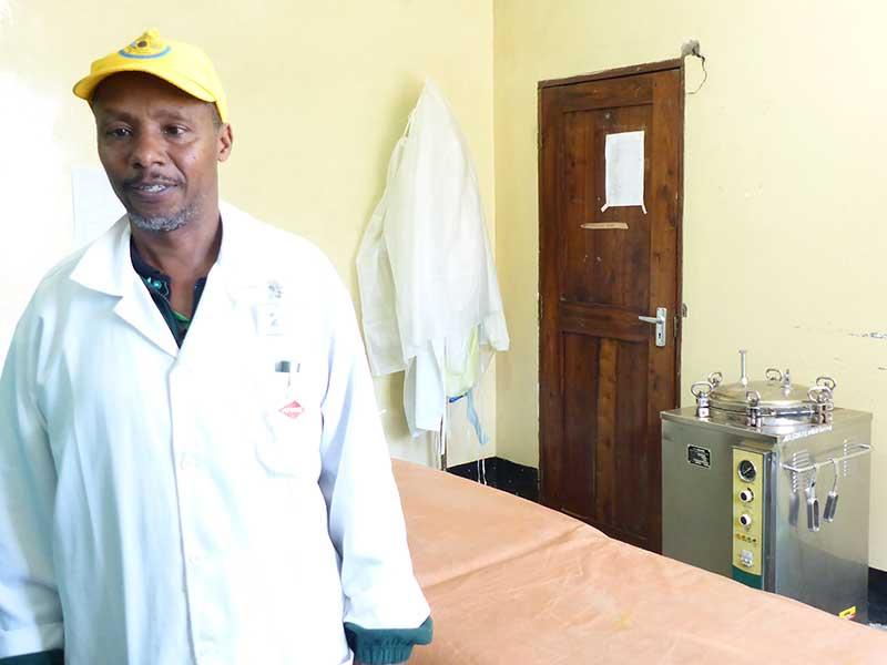 Tansanischer Pfleger