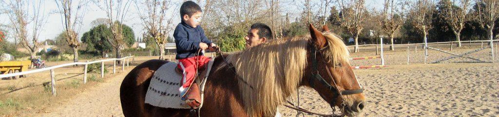Argentinien Reittherapie Patiernt Therapeut Pferd